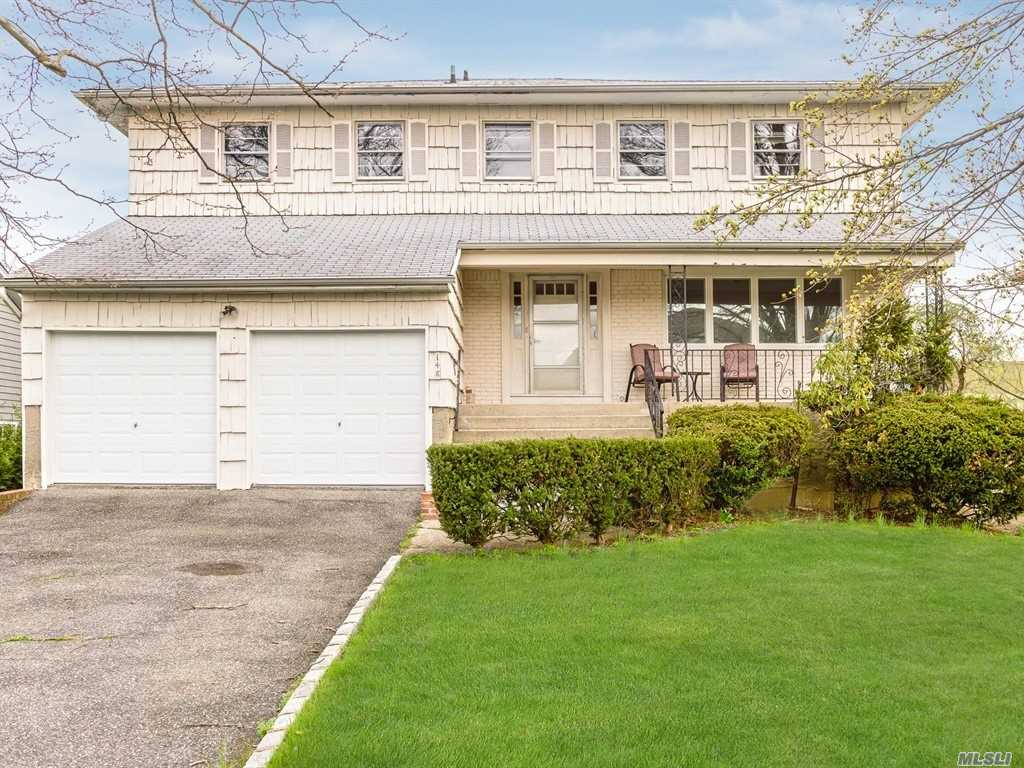 spacious s/h col in park setting, 5 bdrms 1 level , lg flr fdnr eik. main level den, laundry rm, mud rm, lg master bdrm with outside porch, lg dressing rm and renovated bth, +4 bdrms all on 1 level, full finished basement 140 deep property, priced to sell!!!