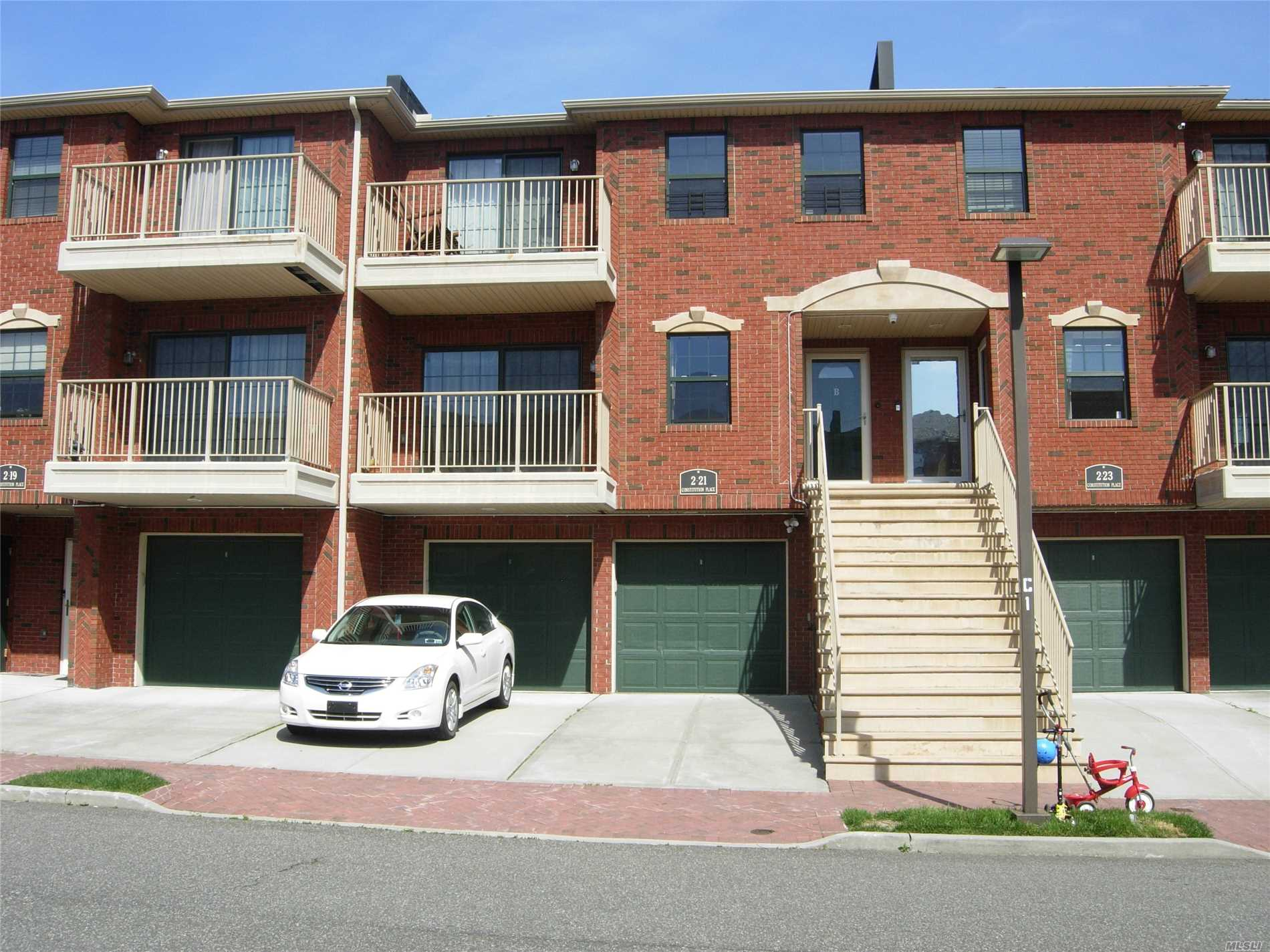 Extra Large Duplex Unit in a GATED Community. The Rear Balcony and windows has Park/Water/Bridge VIEW. Mint condition Duplex condo unit ( living space 2100 sqf ), There is 9 more years tax abatement on property. a sliding door on 1 floor to backyard. Near Q25 bus stop. 5 min drive to 20th Ave shopping mall. Assigned parking spot #110.