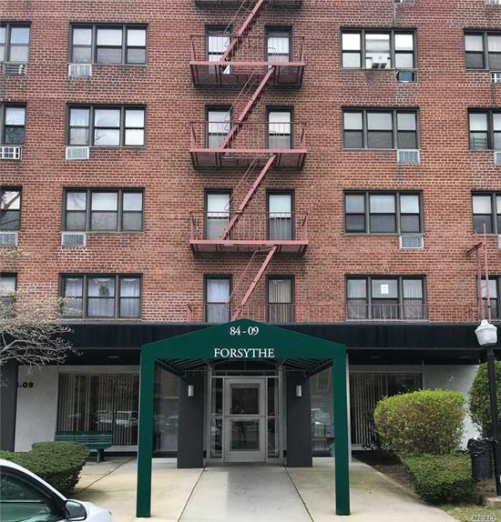 Spacious L-shaped studio located in the Forsythe building of Pembroke Square. Features full kitchen with new appliances, alcove bedroom area, lots of closet space and natural light. Directly across from the laundry room which is on every floor. Storage space available. Close to express bus to Manhattan and public transportation. Close to JFK, casino, highways and shopping. Low flip tax. Cats only.