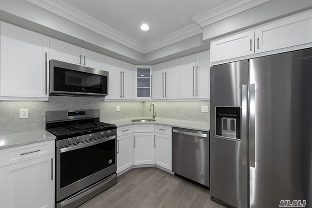 New Modern Kitchen Cabinets.Quartz Countertop/Backsplash/Plank Floor.Whirlpool Gold Series Stainless Appl.GrayPaint/Carpet.Central Gas Heat/Air Cond.Washer/Dryer.Clubhouse.Gym./Commuter Perfect/Near 495/LIRR.Rte 135, L.I.E/Southern State Pkwy. Prices/policies subject to change without notice.