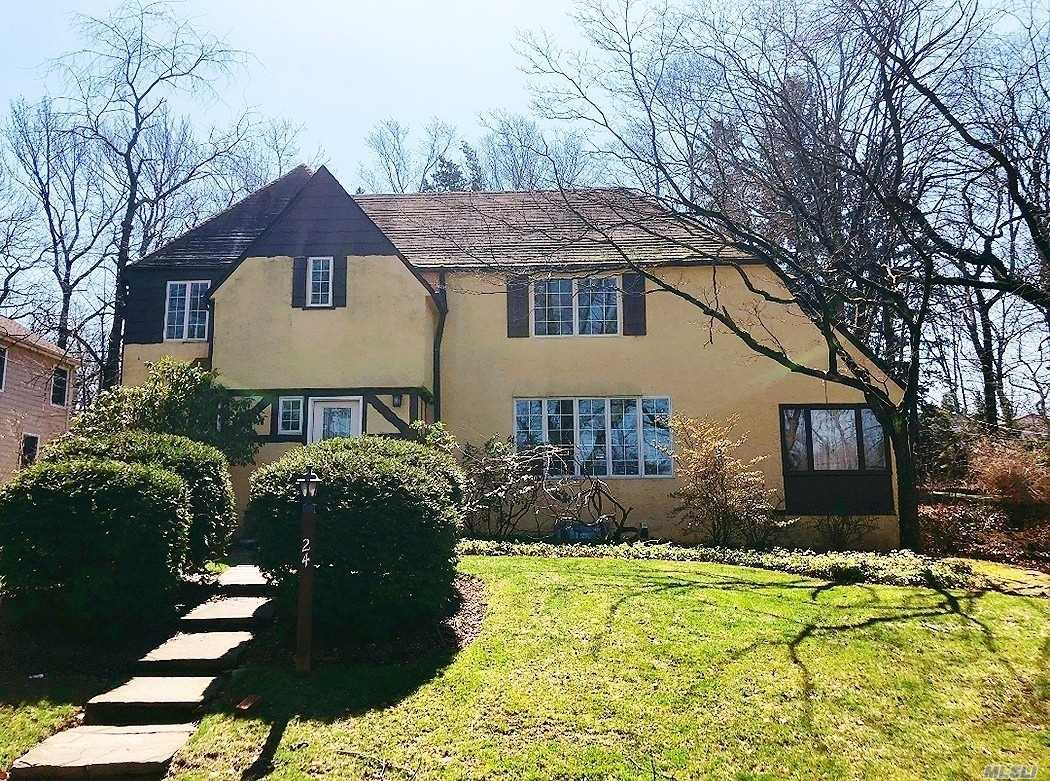 Whole house rental. Beautiful Tudor with 4 bedrooms, 3.5 baths, Large Livingroom, Formal Dining Room, hard wood floors throughout, sunroom and private driveway. Mins to shops, restaurants and LIRR.