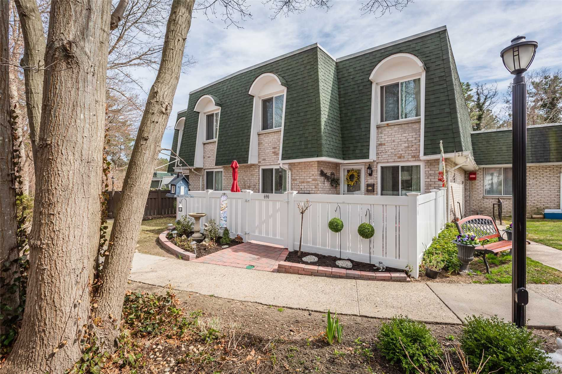 Offered In Value Range $259, 000-$299, 875. Come See This 2 Bedroom 2.5 Bath Diamond Carlton/Eldorado Model Set In A Desired Private Location. Amenities Include Updated Kitchen; Redone Baths; Wood Floors; Redone Patio; New Vinyl Fencing & More. Make This Ready to Move In Special Unit Yours!