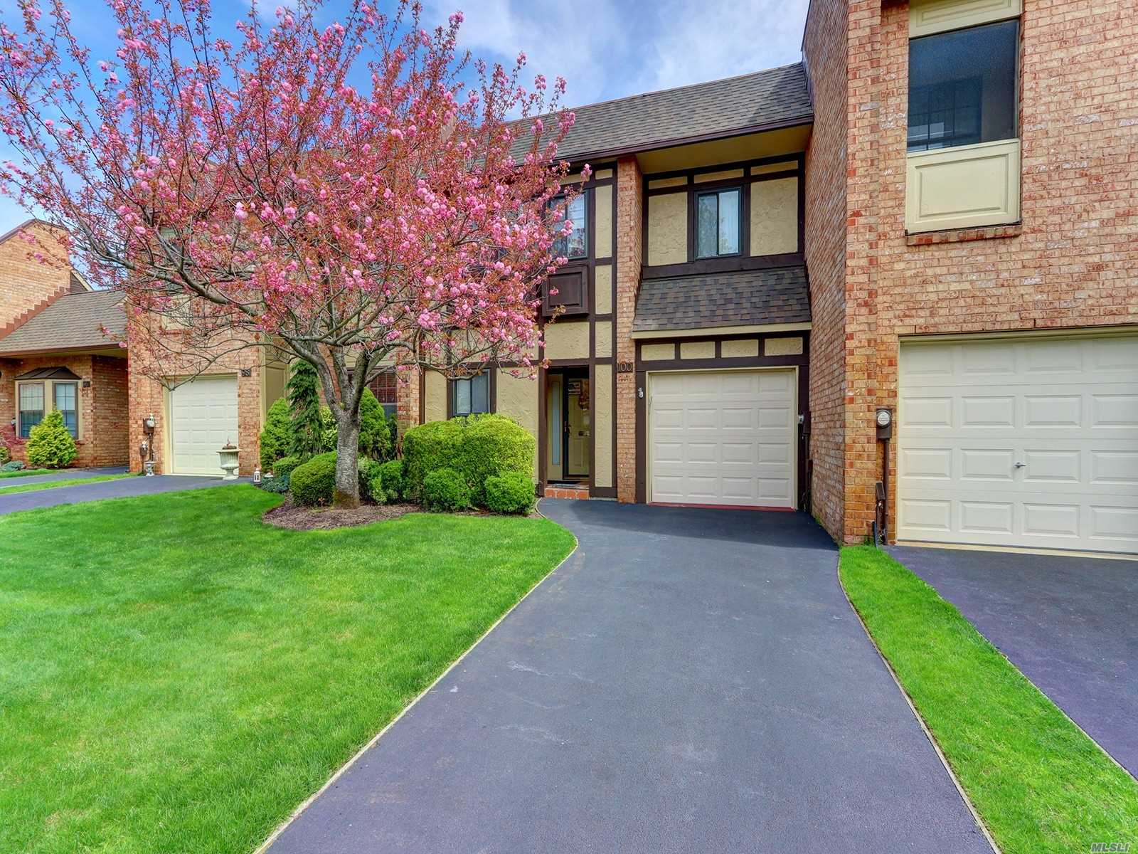 mint condition dover 3 br 2.5 baths cac garage, updated kitchen and baths master ensuite pool tennis clubhouse just listed if youre looking for a great lifestyle this is it...opportunity knocks!!! country club living....