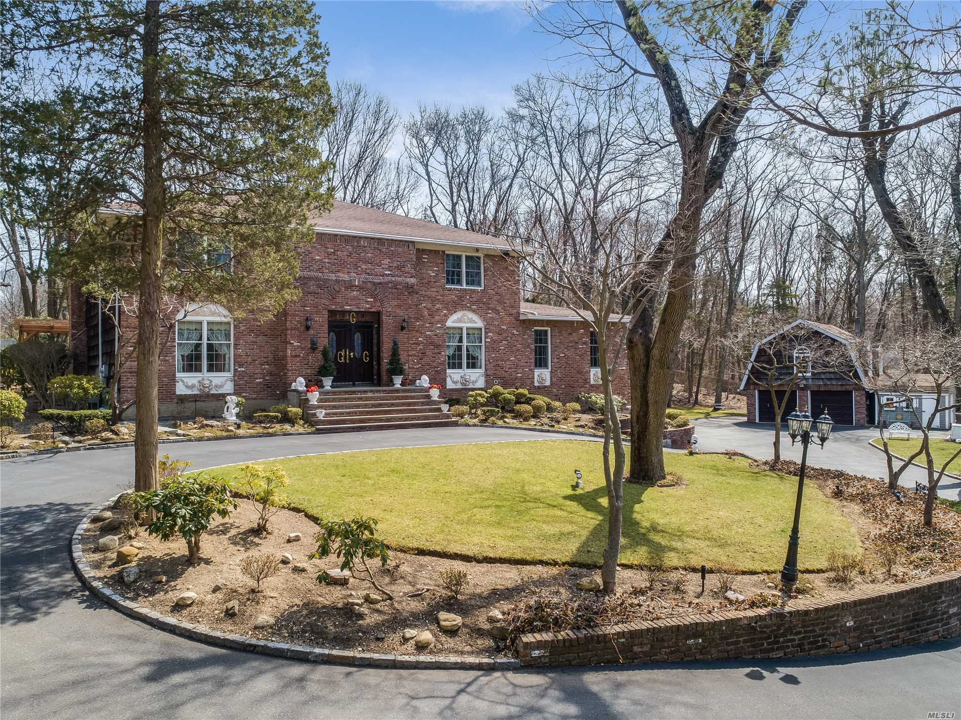 A Magnificent Driveway Leads You To a Trad Colonial, Beautifully Situated on 2 Acres In Upper Brookville. This Home Offers a Unique Flr Plan Ideal for Entertaining. It Boasts 5 Lrg Bdrms, 3.5Bath, EIk/Granite Countertops, 2 Expansive Dens with a Wood Burning Fire Place, and Hardwood Floors Thru. The Mstr Suite Incl a Dressing Area. Beautiful Granite Mstr Bath with Sunlite Windows Overlooking 2 Acres of Lovely Foliage. Home also incl additional 2 Car Garage With Sep Upstairs Apt W/ Outside Ent.