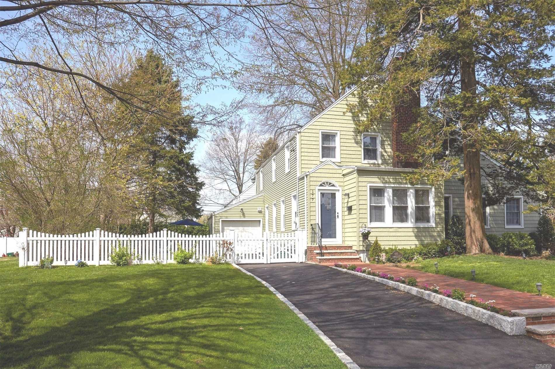 Truly move in condition colonial in desirable Stewart Manor!!!