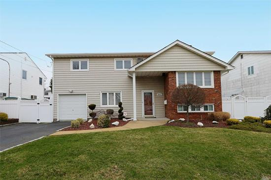 Come See This Beautiful Splanch On A Quiet Tree Lined Street. Great Curb Appeal. A Real Gem. Updated Kitchen & Baths. Livingroom With Vaulted Ceiling. Finished Basement. Alarm. JFK Bellmore School District. Pack Your Bags And Move Right In!! Flood Zone X. Low Taxes.