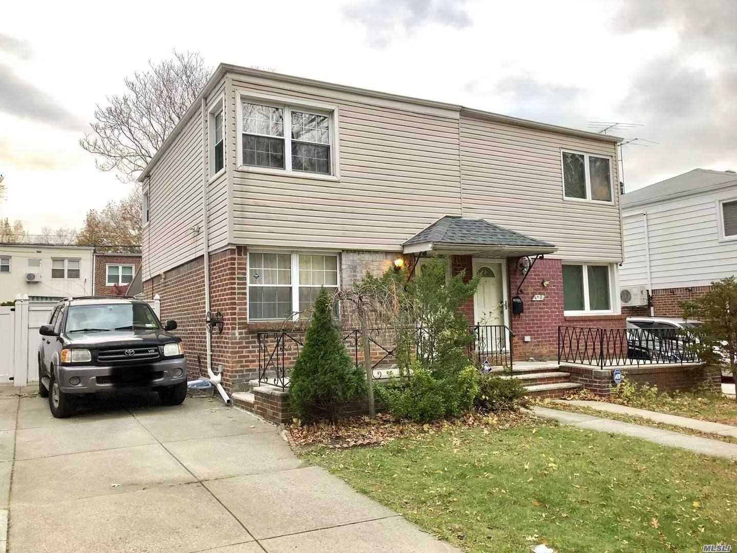 26 School Dist, Next To The Cunningham Park, hiking course in the front, very quiet tree lined neighbor,  2Bedroom 1.55Bathrooms, Central Air, Slide Door To Backyard, Private Driveway, Finished Basement With 0.5 Bathroom, Washer And Dryer