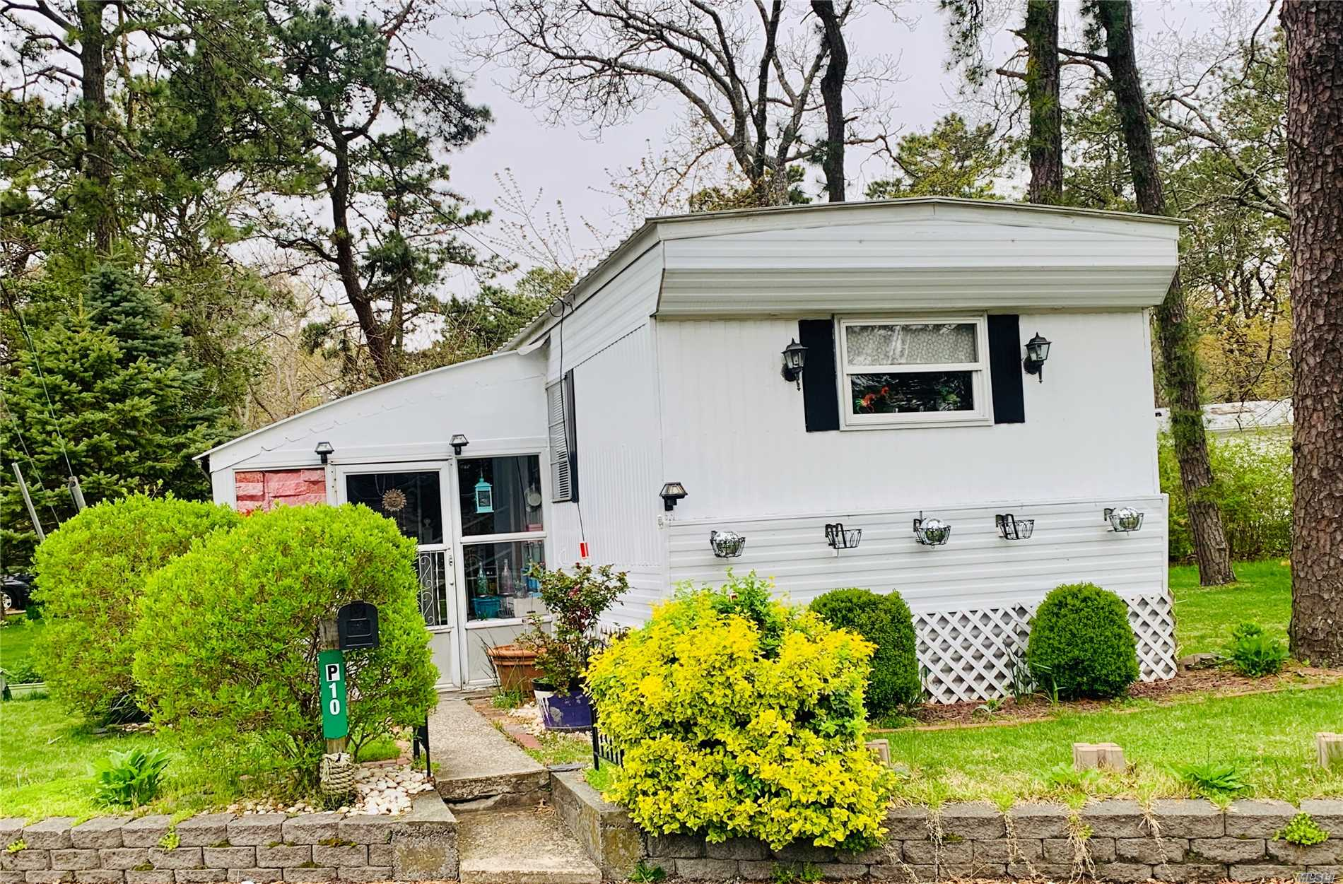 Located In A 55+ Community, Adjacent To Nature Preserve,  2 Bedrooms And 1 Bath Enclosed patio. Amenities Include Clubhouse And Bocce Ball, $803.23/Month Includes Taxes, Trash And Snow Removal, Water, Cesspool maintenance, Use Of Clubhouse. Southampton Beach Rights. Dogs Allowed Under 45Lbs.