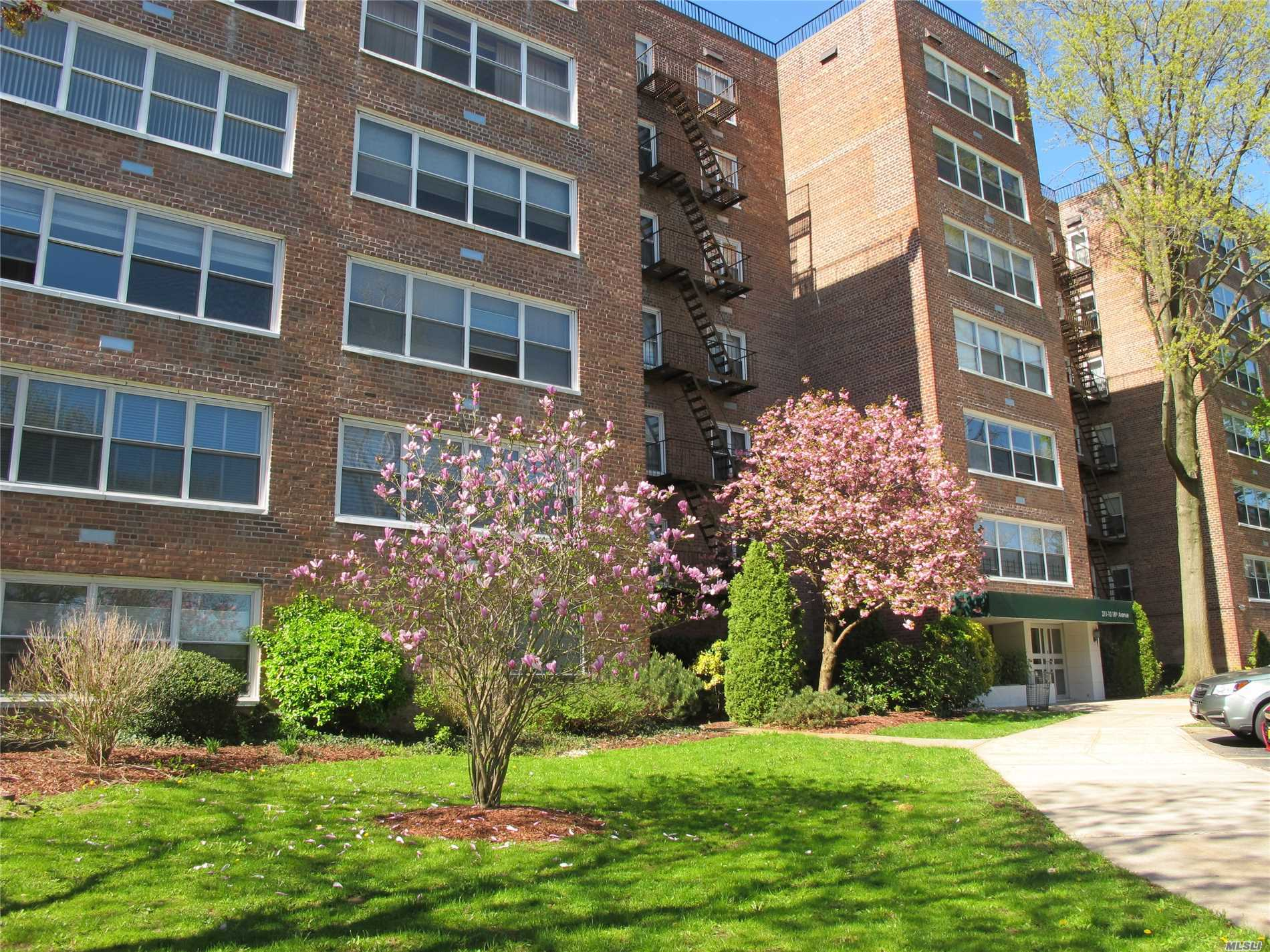 MAGNIFICENT, BRIGHT & RENOVATED HUGE 1500 SF OF LIVING SPACE. 3BR'S 2 FULL BATH IN THE BEAUTIFUL BAY TERRACE NEIGHBORHOOD. DISTANCE FROM SAMUEL FIELD COMMUNITY POOL, TENNIS, BASKETBALL AND PS 169 & BELL ACADEMY MIDDLE SCHOOL. DISTANCE FROM THE BUILDING DIRECT BUS TO MANHATTAN QM2, QM32 AND Q28 TO FLUSHING. Q13 TO LIRR. 28TH MINUTES TO MANHATTAN.EASY ACCESS TO MAJOR TRANSPORTATION AND DISTANCE FROM FORT TOTTEN PARK,  LITTLE BAY AND BAYSIDE MARINA.