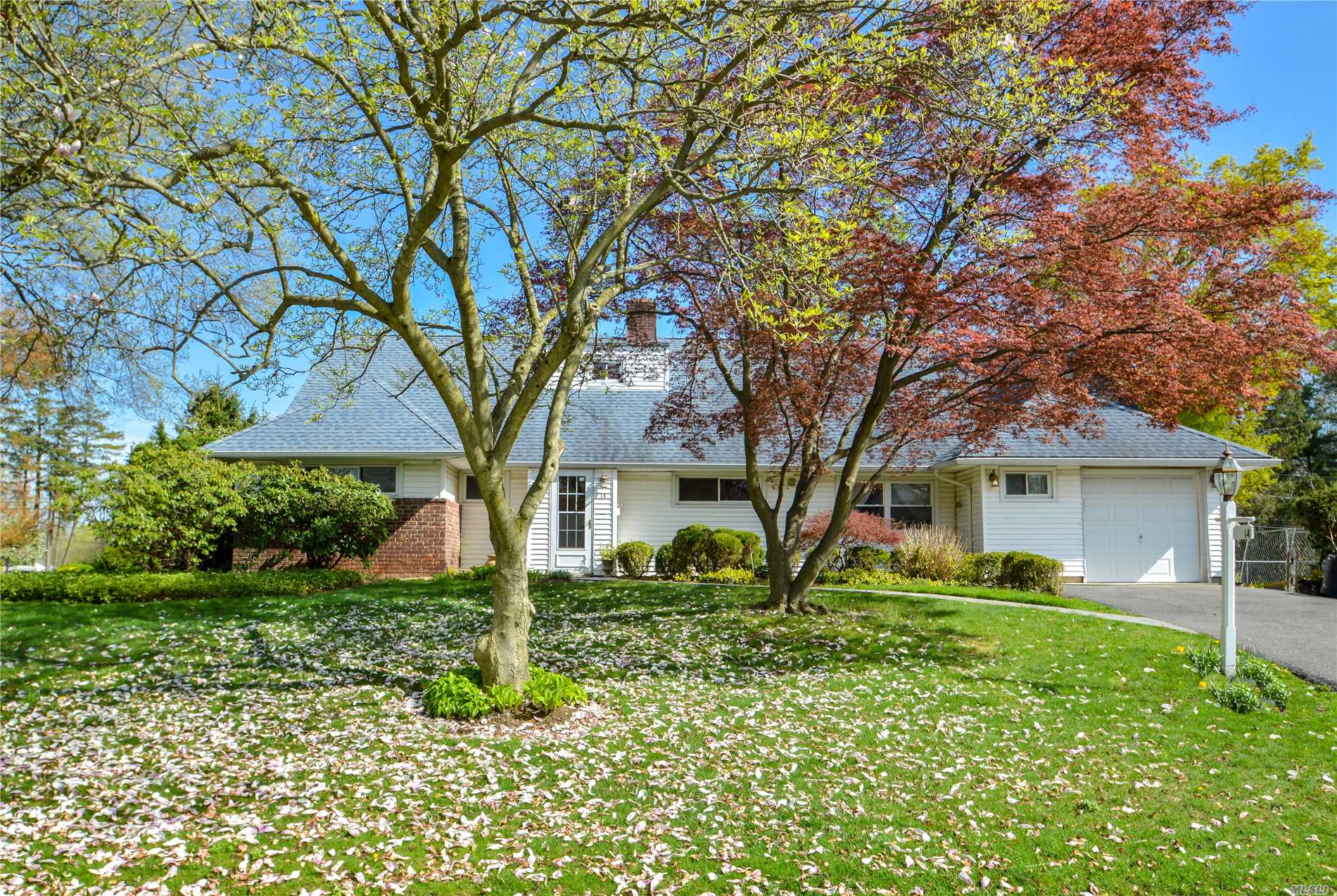 Expanded Ranch 5 Bedrooms in The Heart Of Flower Hill, Living room W/Fireplace, Hard Wood Floor, Spacious Rooms, Beautiful Formal Dr, Eik W/ Granite & Ss Appliances, Fenced Beautiful Backyard, Conveniently Located Near Shopping Center, Highway and Train Station, Roslyn Schools District, Great Location!!!
