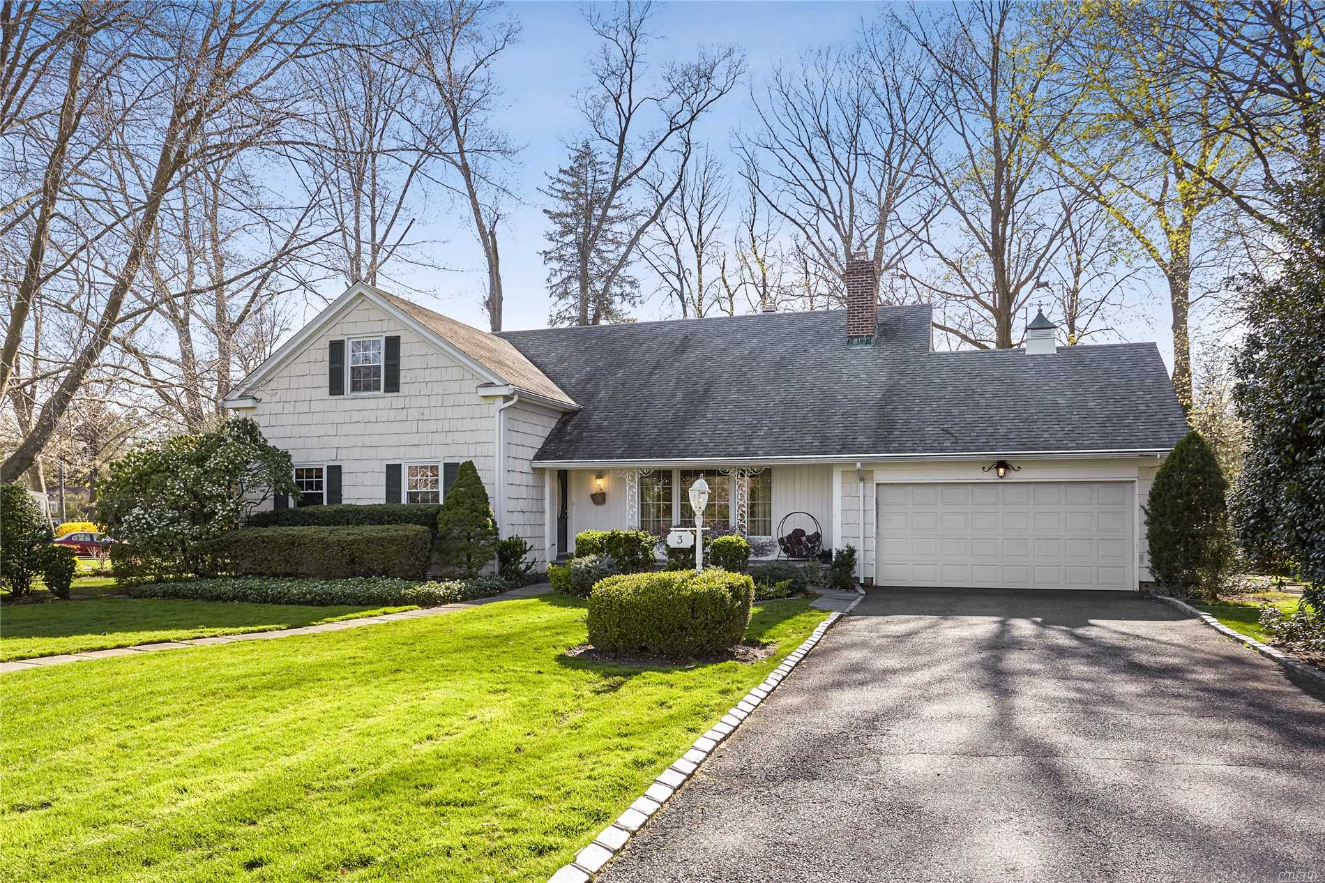 Lovely Barnes Lane Colonial waiting to be yours! Two first floor master bedroom, options. Five BR's total. Sun room addition. two wood burning fireplaces, updated kitchen, three full baths, private fenced yard.