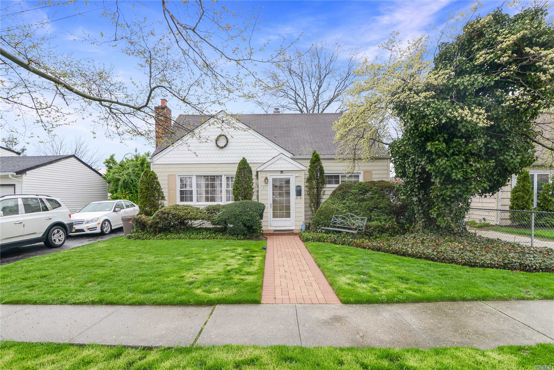 Beautiful Cape Priced To Sell Conveniently Located The Heart Of The Village Of Valley Stream. House Is Just 2 Blocks From Central High & Memorial Junior High. House Features 4 Bedroom, 1 Bath, Working Fireplace, Central Heating/Cooling, Sprawling Backyard, Private Driveway/Garage, & More!