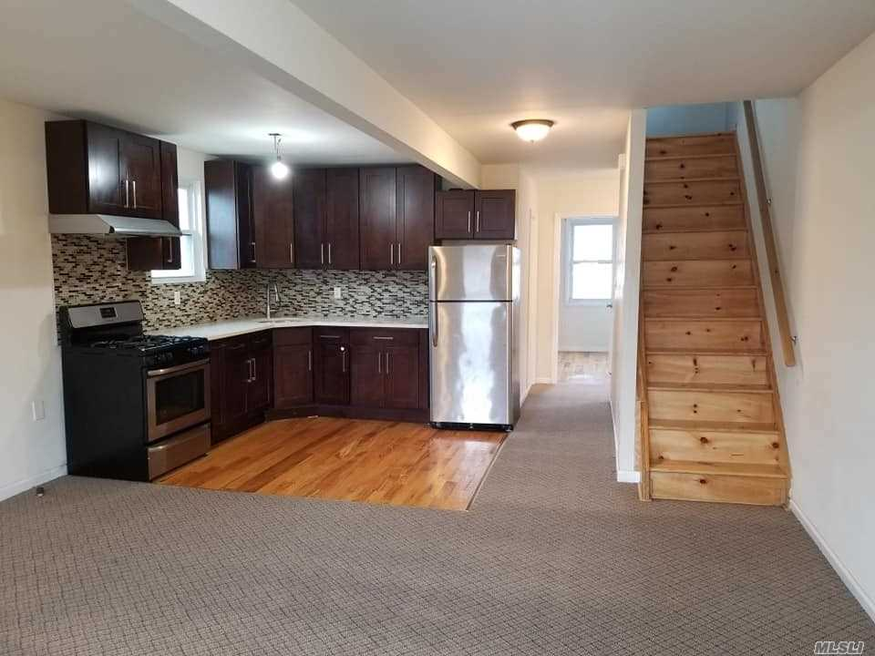 Location , Location - Nice Spaceous 3 Bedroom Duplex Located in The Heart Of Richmond Hill. Close to All - A Train & Public Transportation, Shopping & Lots More