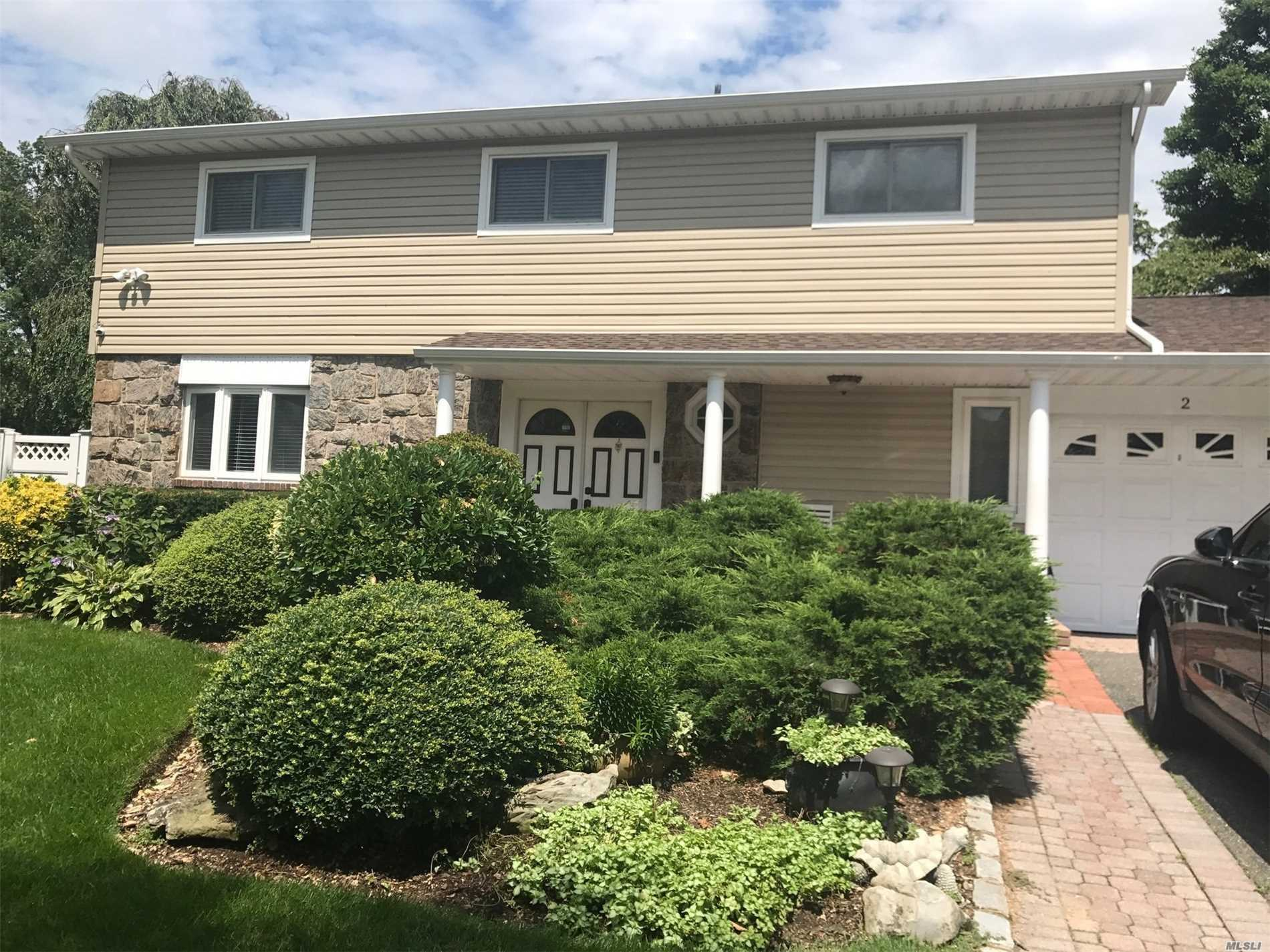 Large 10 Room Splanch, rare model in the heart of West Birchwood. 4 Bedroom and 3 Full Bath. Jericho School District. Includes furniture. Move in Ready!