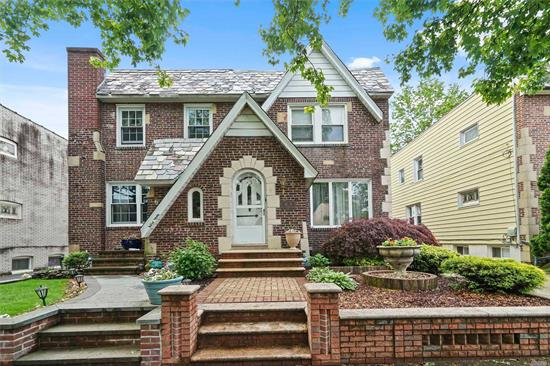 BEAUTIFUL SEMI-DETATCHED 1 FAMILY BRICK, LARGE MODERN KITCHEN AND GRANIT COUNTERS AND GRANITE KITCHEN TABLE THAT SEATS 4, FORMAL DINING ROOM, LARGE LIVING ROOM, FINISHED BASEMENT , EXTRA WIDE PARTY DRIVEWAY, GARAGE AND PRIVATE YARD, 1 BLOCK FROM WOODHAVEN BLVD WITH ITS SHOPPING AND TRANSPORTATION.