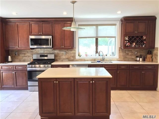 This is NOT a whole house rentall. First floor , basement and backyard.Newly renovated kitchen, bathrooms. Large backyard,