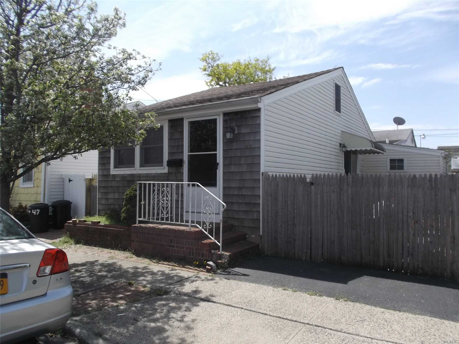 Bungalow, One Bedroom with Loft. Yard with Patio, New Gas and Hot Water Heater,  Perfect Summer Cottage for Fisherman or Local Boat Owner! Current Owner Has No Flood Insurance
