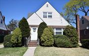 REDUCED***DONT MISS OUT ON THIS HOME!!!***LOVELY 4BR 2 FULL BATH CAPE. LIVING ROOM, FORMAL DINING ROOM, EAT IN KITCHEN. WALK TO LIRR, WALK TO SCHOOLS, CAN JOIN COMMUNITY POOL HEWLETT POINT BEACH. EASY ACCESS TO ALL MAJOR PARKWAYS, EAST ROCKAWAY HAS UPDATED IT WATERFRONT COMMUNITY WITH ALL NEW WATER VIEW RESTAURANTS. NO FLOOD INS NEEDED