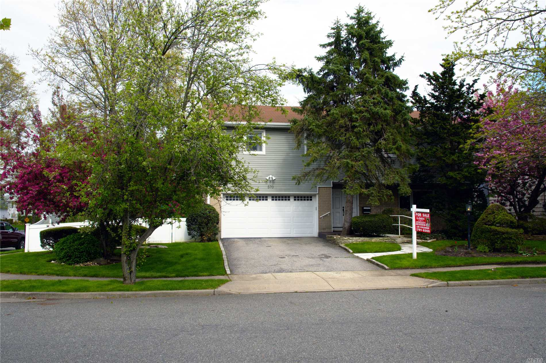 Open Concept Contemporary Colonial. 4+ Bedrooms On The 2nd Floor. New Kitchen And Bathrooms, Hardwood Floors (NEW), Central Air, Gas Heat, Over Sized Corner Property With A Back & Side Yard (Deck & Jacuzzi)Finished Basement.