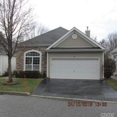 House beautiful! Mint Oakmont model - 2BR, 2Ba single and separate home in coveted 55+ Leisure Glen. Wood floors, redone kitchen and baths. Loads of improvements.Gas fireplace. Secluded backyard with pavered patio. Must see. Activities include bocci, tennis, IG pool.. Walking paths.
