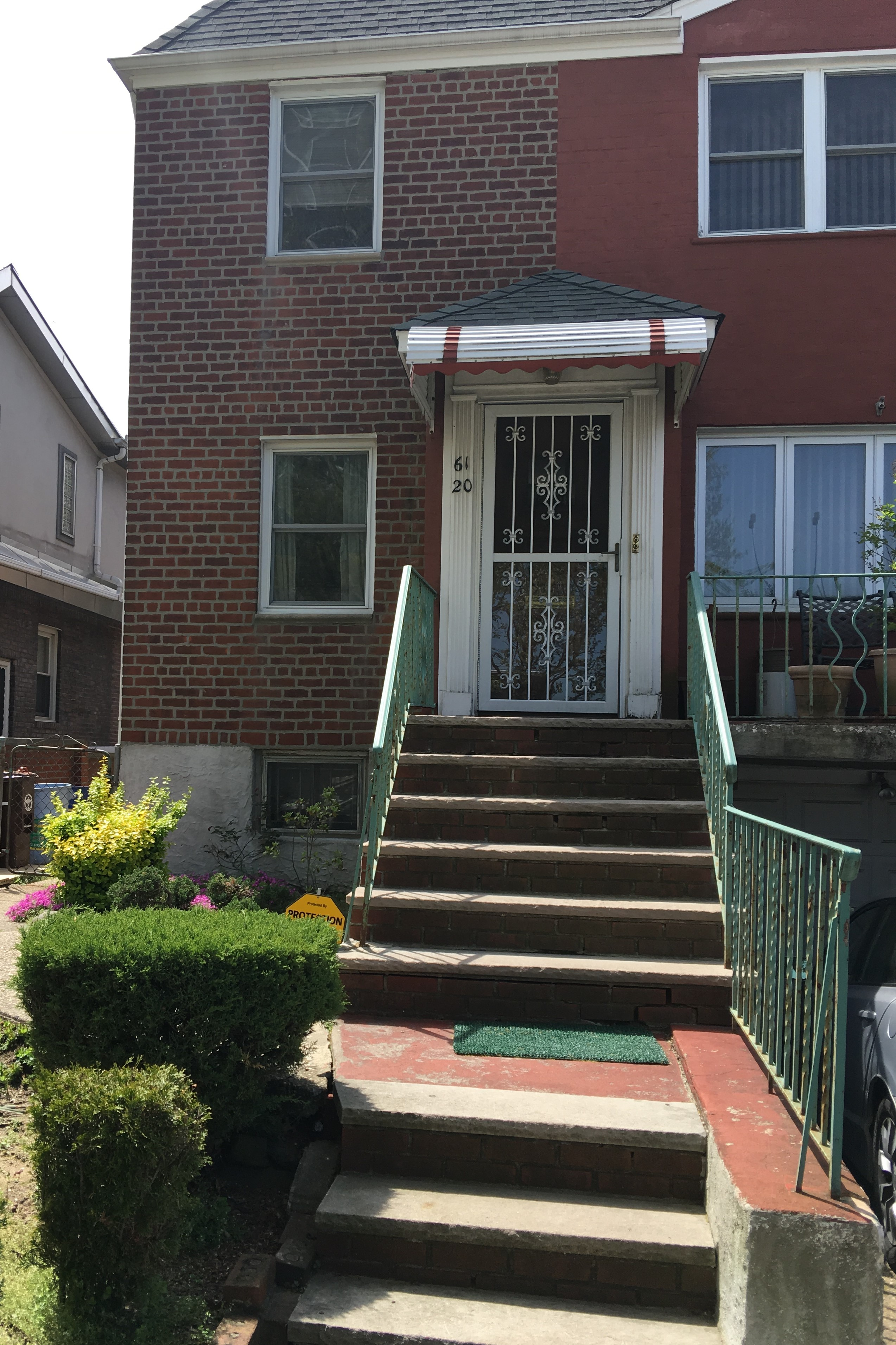 Spacious Apartment for Rent. Features Living Room, Dining Area, Kitchen, Master Bedroom w/ Half Bath and Walk-In-Closet, 2 Additional Bedrooms and 1 Full Bath. Convenient to Shopping and Buses.