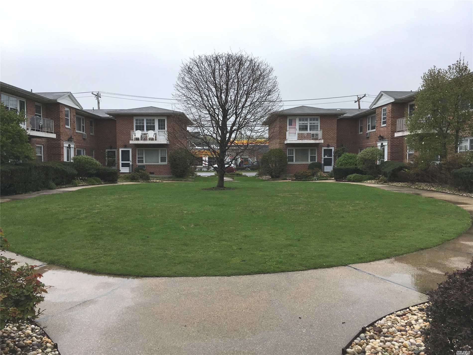 Studio/1 Bedroom Apartment in Courtyard Setting. Directly Across the Street From Soundview Shopping Center.