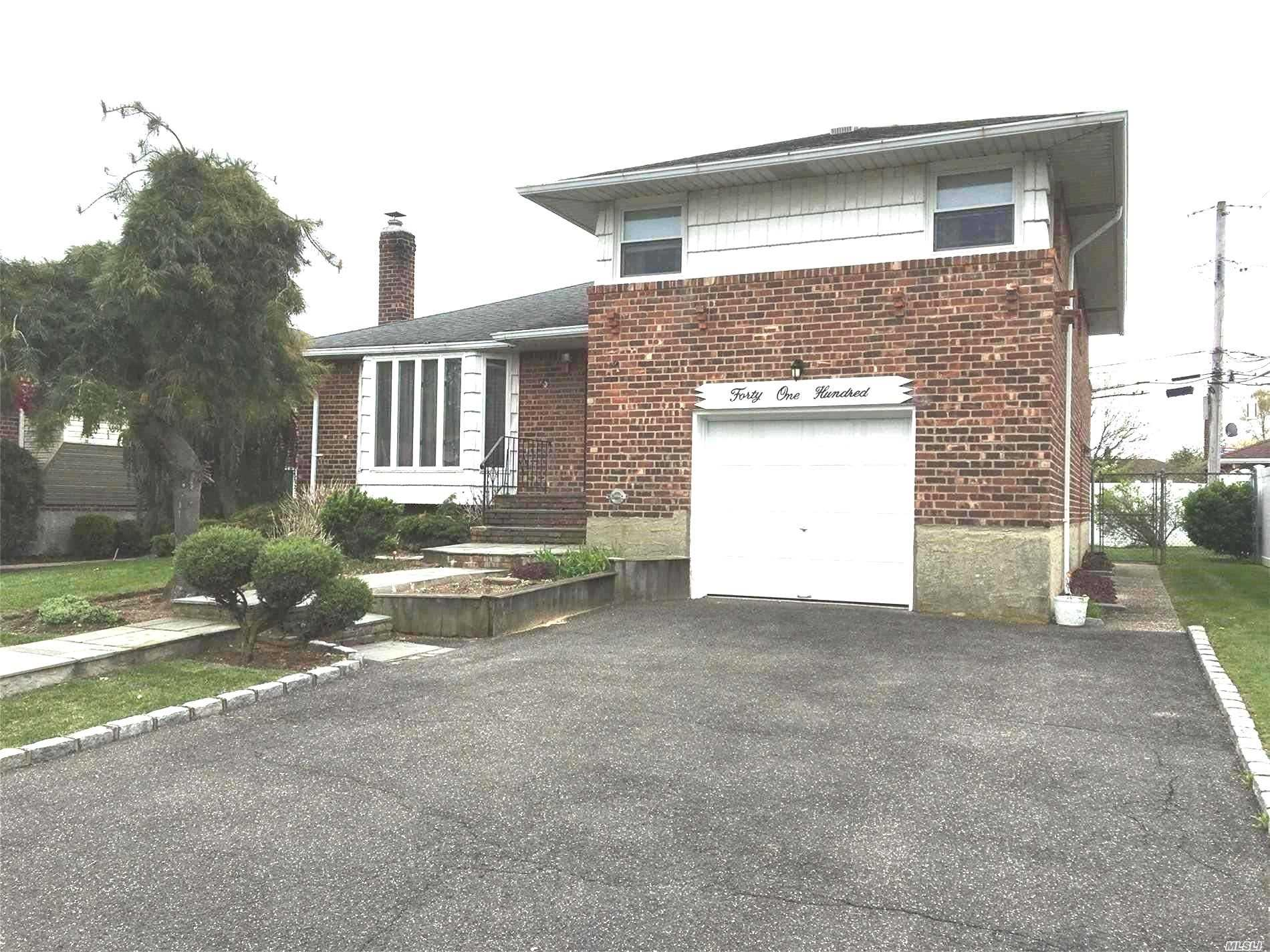 Large Calvert Manor Split in Plainedge SD#18. Hardwood Floors Under Carpet in Lr/Dr & Bedrooms CAC, Central Vac 150 Amp Electric Over Sized Black Top Driveway w/ Belgium Block Updated Roof  Priced to sell!