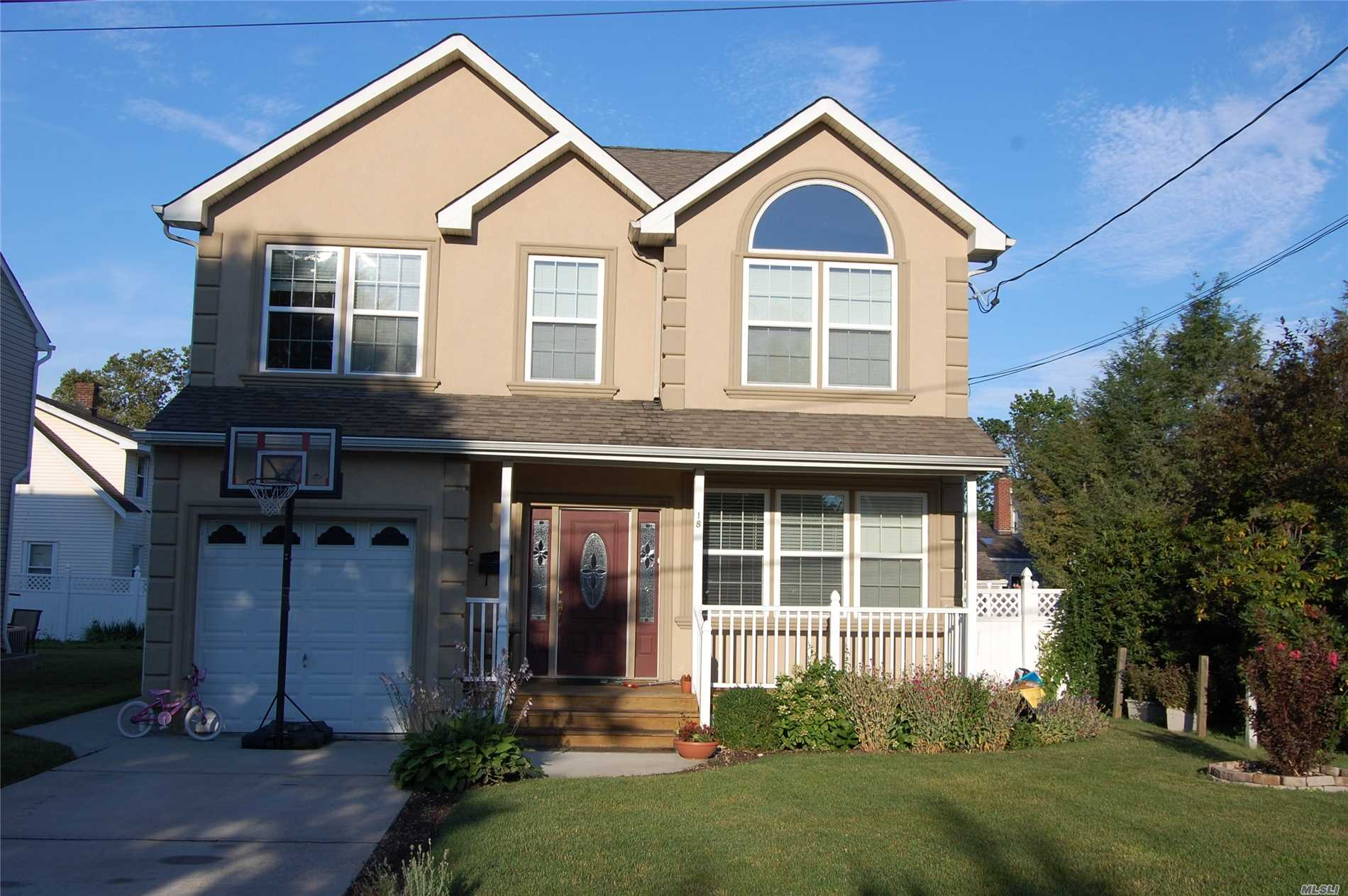 Location - Location. Like New (Built in 2007). Mid block mint, bright and open floor plan. $ bedrooms, 2.5 bathroom Colonial. Gourmet Kitchen with Granite and SS appliances and Pantry. Inside entrance from garage. Tenants need to go through NTN screening.