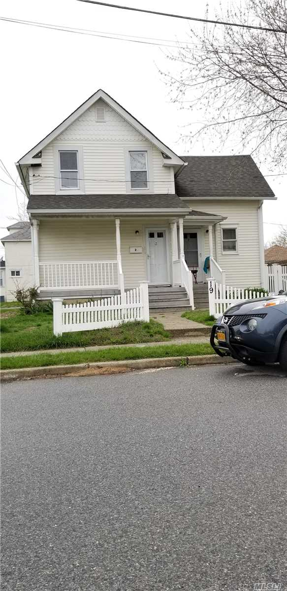 Corner house with a second floor apartment for rent..Parking, water included.