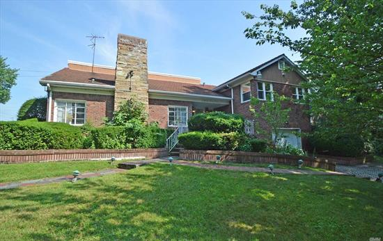 Best Location In Holliswood. Huge Corner Property Ideal For A Large Family. Sunken Living Room And Oversized Corner Lot. Includes A Lovely Foyer And Wood Burning Fireplace. Close To Major Highways.