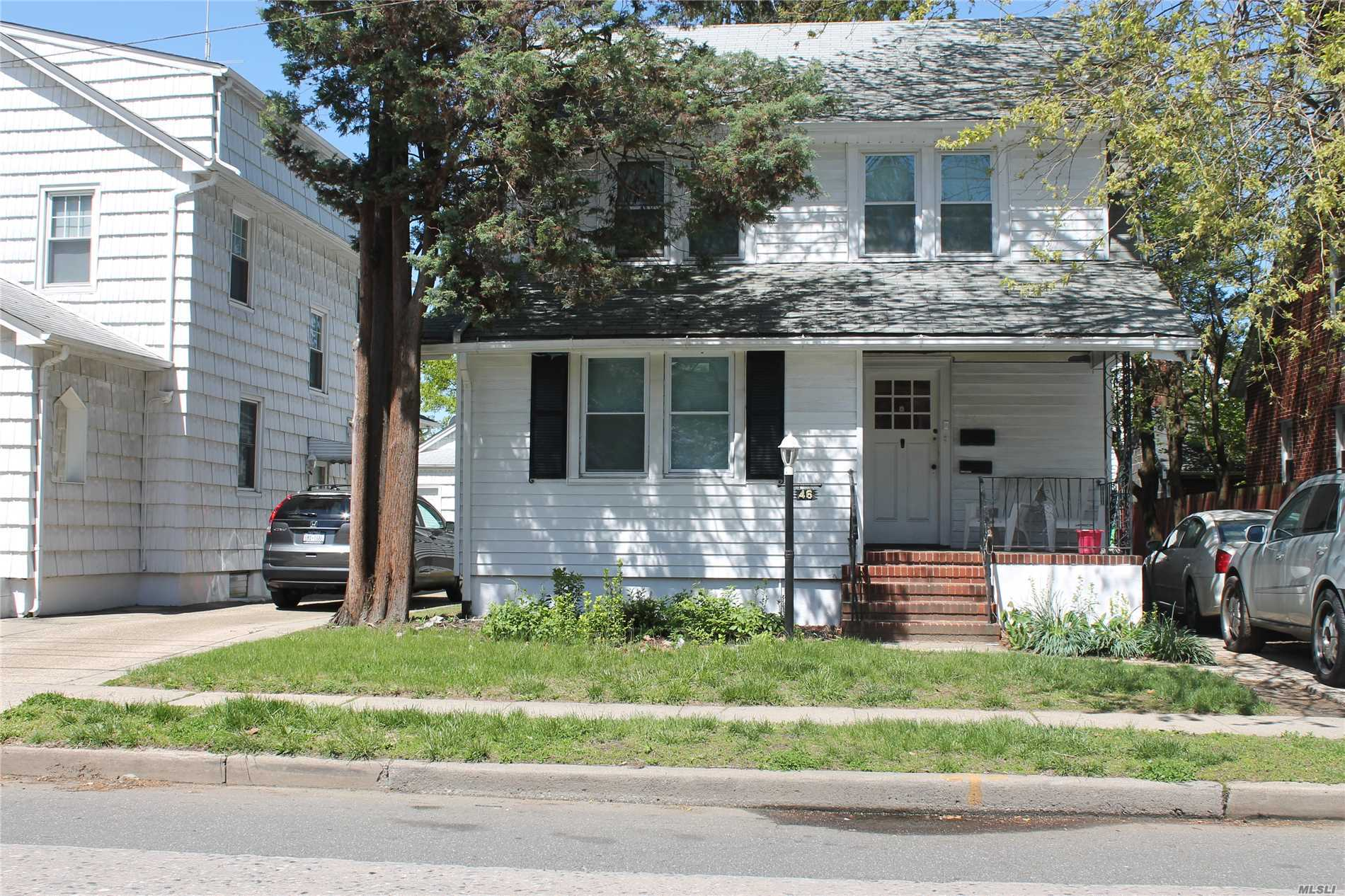 First Floor unit. Large - Must See! Br, Living Room, Large Dining Room, Full Kitchen, Huge Master Bedroom, Full Bath, Rec Room, Washer/Dryer, Porch, Yard, Usage. Air conditioning allowed at tenants expense and $100/mo from June-August ** Unit will have vacancy on June 15th.