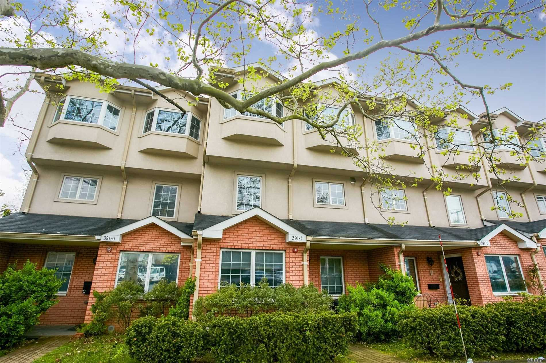 Bright And Spacious Modern 3 Story Young Townhouse. Prime Location In Great Neck. Highly Prized School District. Skylight. Master Bdrm With Balcony And Walk In Closet, Hardwood Floors, Large Closets, Central A/C And Heating Systems, Finished Basement, Att Garage And Driveway, Near H-Mart, Shopping Centers, And Lirr. Enjoy Great Neck Park District Facility.