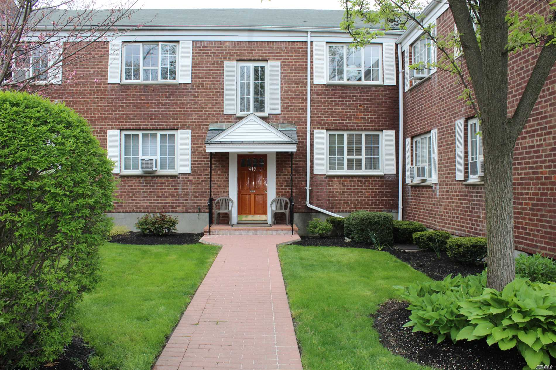 Highly Desirable 2 Bedroom Unit Located In The Heart Of Huntington Village! Don't Miss This Sunny Unit With Updated Bath, Wood Floors And Beautiful Views Of Huntington And The Pool Area. Maintenance Fee Includes Heat, Water, Taxes, Landscaping, Snow Removal, Pool And Playground. Garage (Fee), Laundry On Site. Close To Shopping, Restaurants, Beaches and LIRR. A Must See!