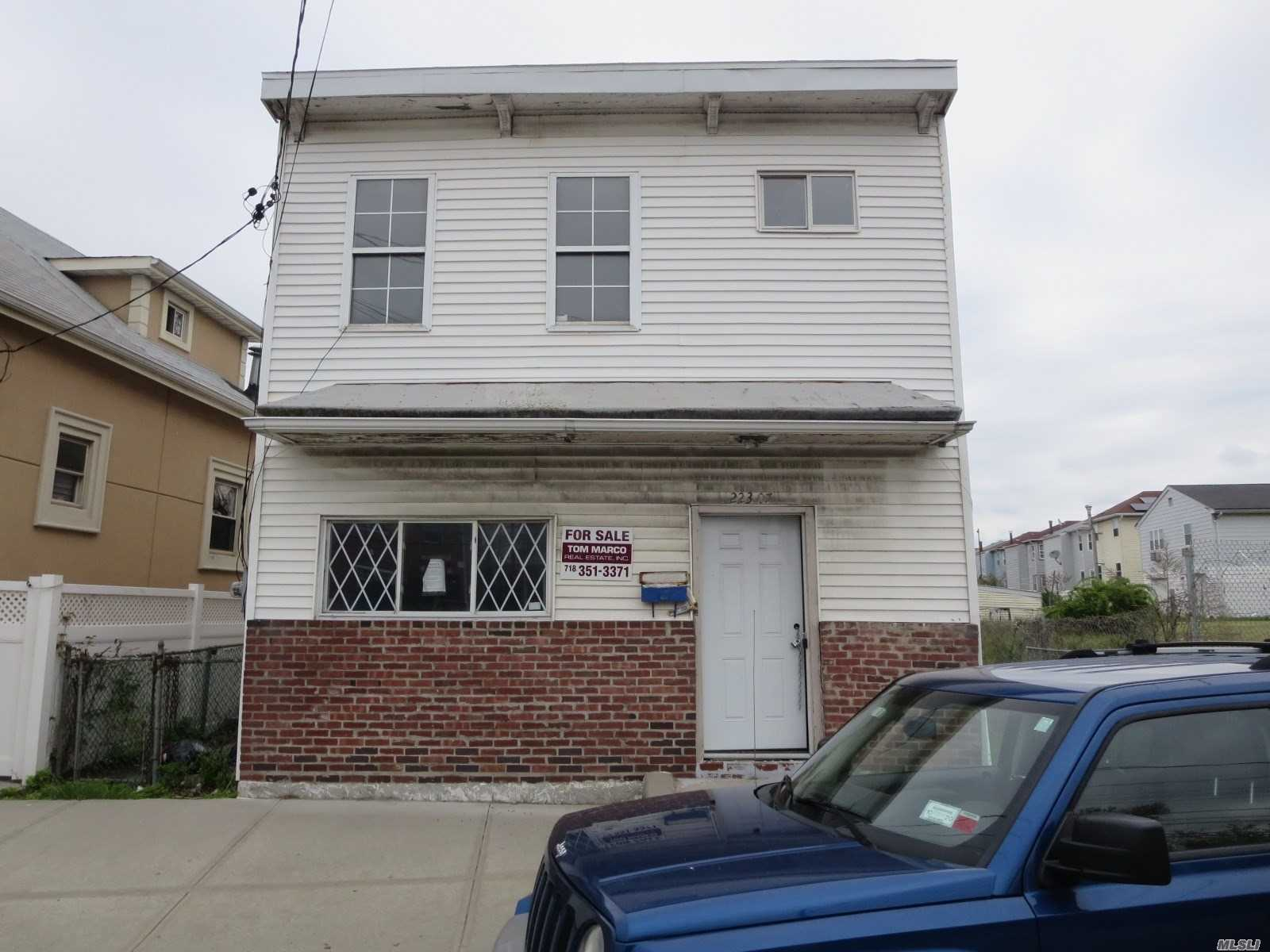 Fully detached one family property in need of some TLC, sitting on a 30x103 lot this property offers living, dining, eat-in kitchen three bedrooms and full bath. Extra-large rear yard, located close to shopping, transportation and many schools.