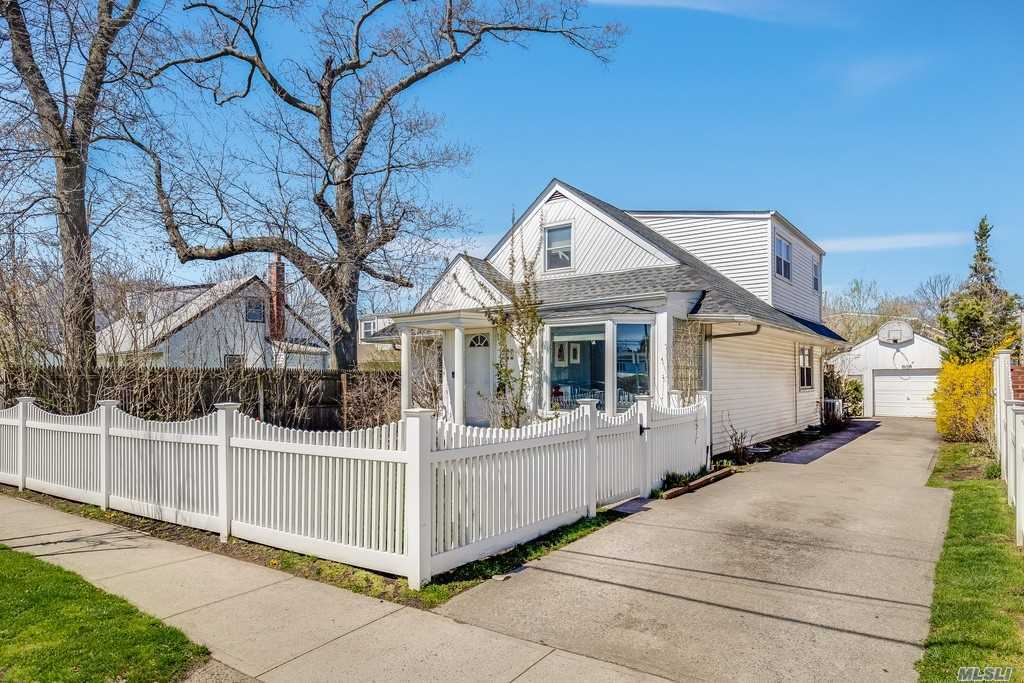 Move-in-condition cape in the heart of Woodmere with kosher eik with SS appliances, 2 dishwashers, Central AC, walk to all.