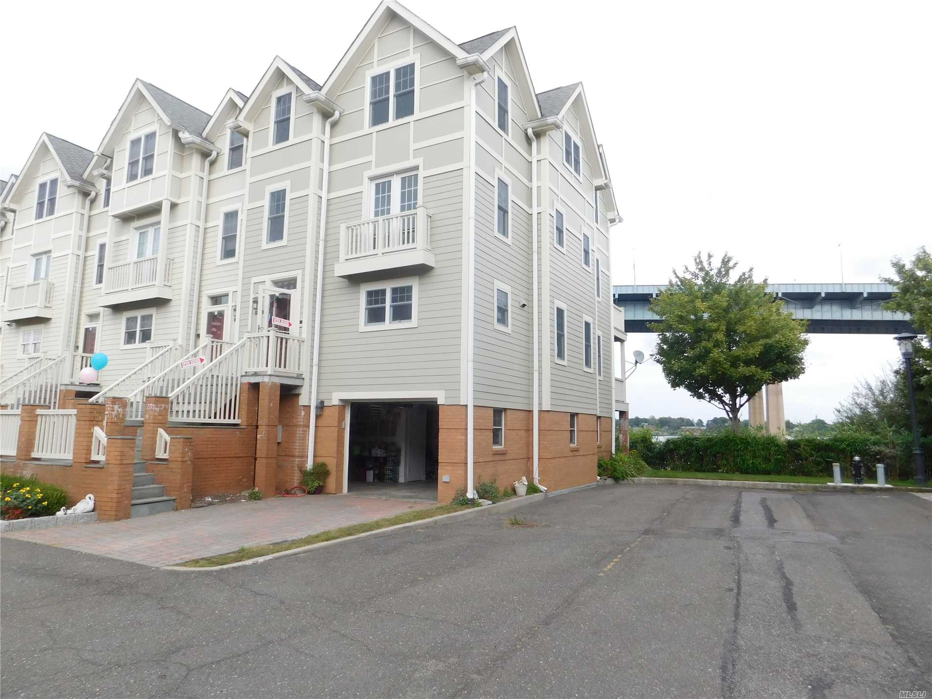 Luxury Spectacular Waterfront View Condominium, Private Gated Community. 2 Cars Garage And 1 Reserved Parking Spaces, Features 3 Floors Of Living Space Plus Ground Floor. Living Room With Fireplace, Front Porch With Water View, Hardwood Floors Master Br With Balconies/Water View, Enjoy Amazing Sunrises Sitting On The Balconies, Excellent Condition. Q15 To Flushing, Qm2 To Mid Town, Muse See..............
