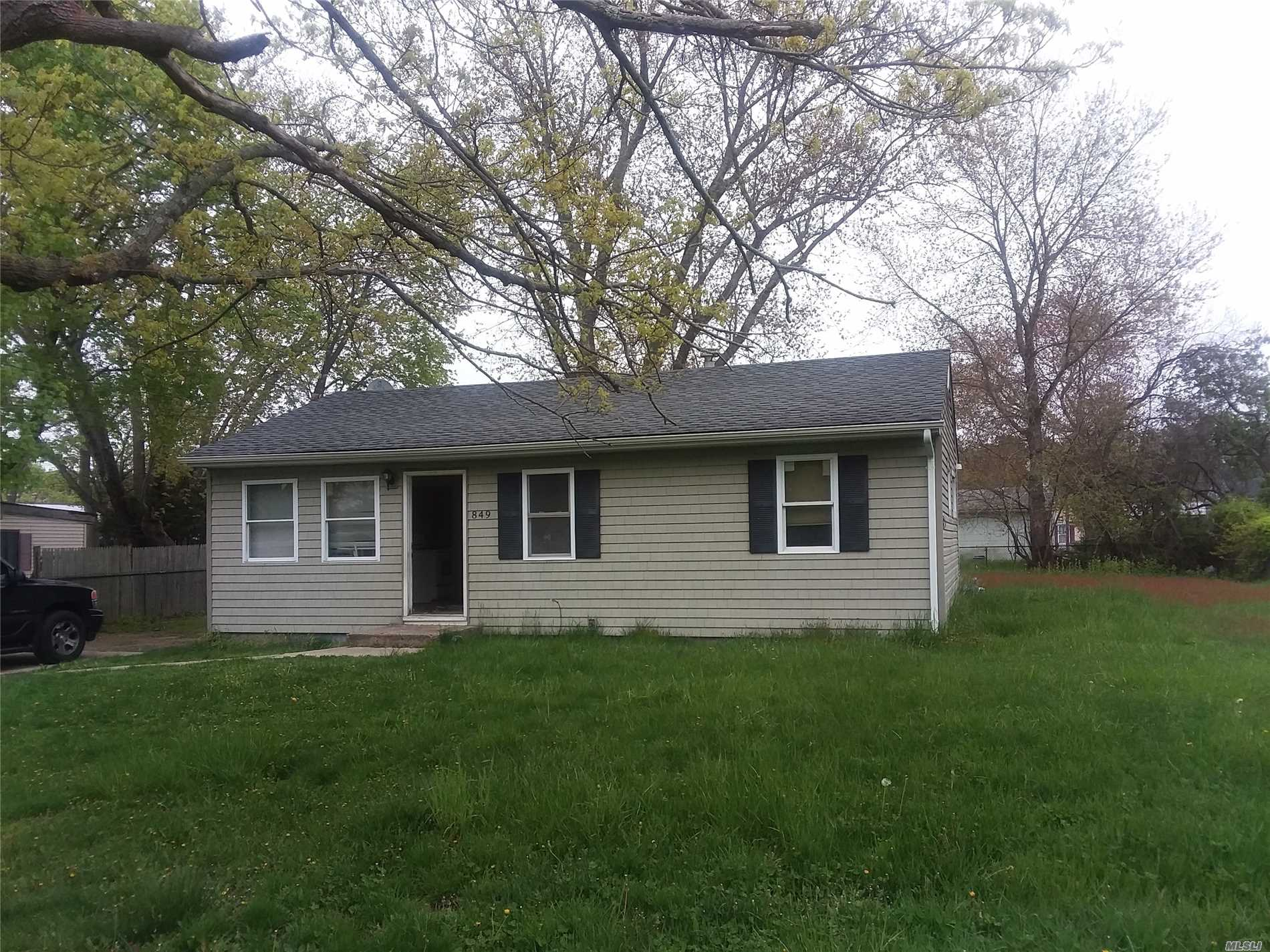 Newly rennovated 3 Bedroom, 1 Bath Ranch for rent. Brand new Kitchen and appliances, New Carpets all throughout. Max. allowable occupancy of 3 people as per Town of Brookhaven Rental Permit.