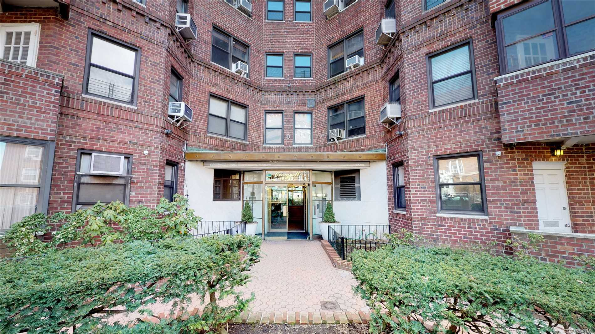 Dream xlg pet friendly 2br gem, luxury doorman bldg in forest hills, steps to e/f. State of the art gourmet open concept eat-in-kitchen. luxurious bath w 2nd shower stall+jacuzzi hot tub. Gigantic living room+dedicated dining area. Tremendous master bedroom w walk in closet, comfortable 2nd br. Generous closet+storage space. Recessed lighting, refined+exquisite finishing+details, rich crown molding throughout. Will be delivered fully painted with newly polished hardwood floors. Laundry, fios.