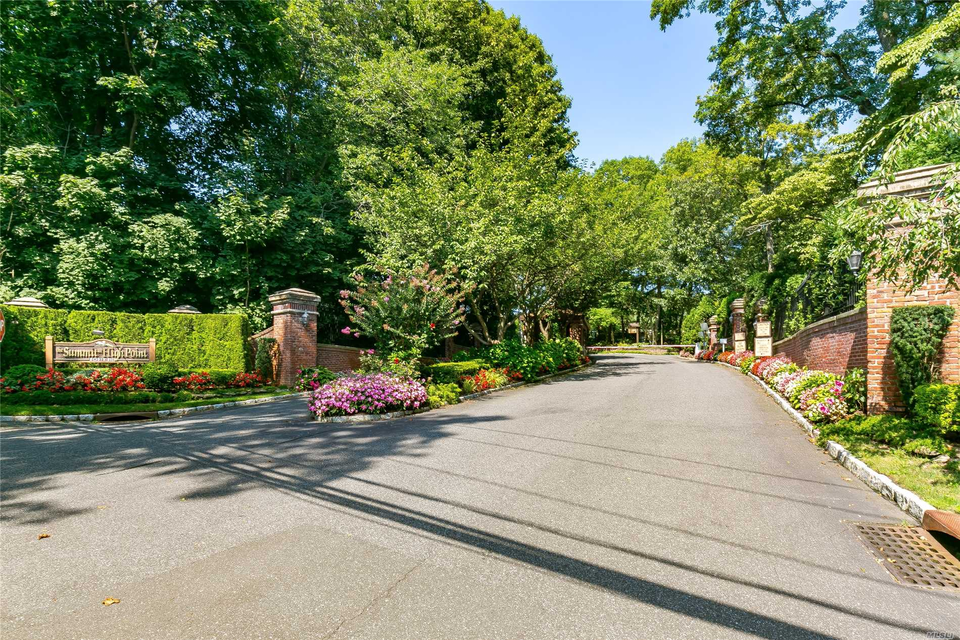 The Summit of High Point is a Gated Community in Roslyn School District with 24 hour security. This Open Floor Plan combines Living/ Dining Room at its best. The home has a gourmet Eik, with top of the line appliances and Granite counter tops. All Updated Baths, 2/3 bedrooms or loft with a walk-out basement with additional 2 brs, 1 f/bth, 1.5 garage ( can be easily converted into 2-car garage)