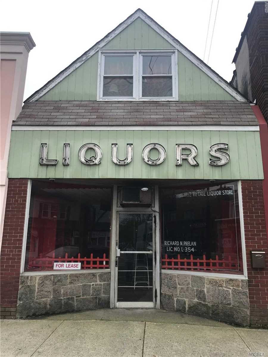 Location..Location.Location.This Vintage storefront for rent Situated in the Heart of Islip Town Features Large open Floor plan, Half Bath. Tenant responsible for 1/2 Heat and 100 Percent of the Electric. Landlord requires 1 st months rent, security deposit and 1 months Brokers fee.