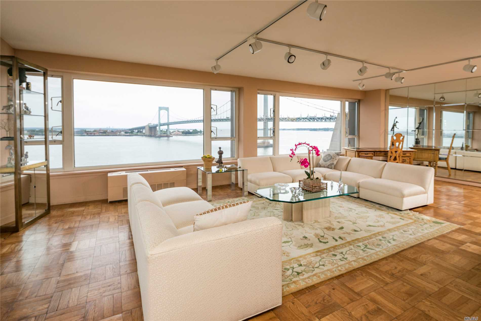 RARELY AVAILABLE-SWEEPING PANORAMIC WATER & BRIDGE VIEWS;3BR 2BTH IN LUXURY GATED BLDG-24/7 DOORMEN, STAFF, SECURITY-VALET INDOOR PARKING-RENOVATED KITCHEN-GYM-HEATED POOL- CONVENIENT EXPRESS BUS TO MANHATTAN-WASHER/DRYER ON EACH FLOOR-COMMUNITY ROOM-SPECTRUM IN BLDG