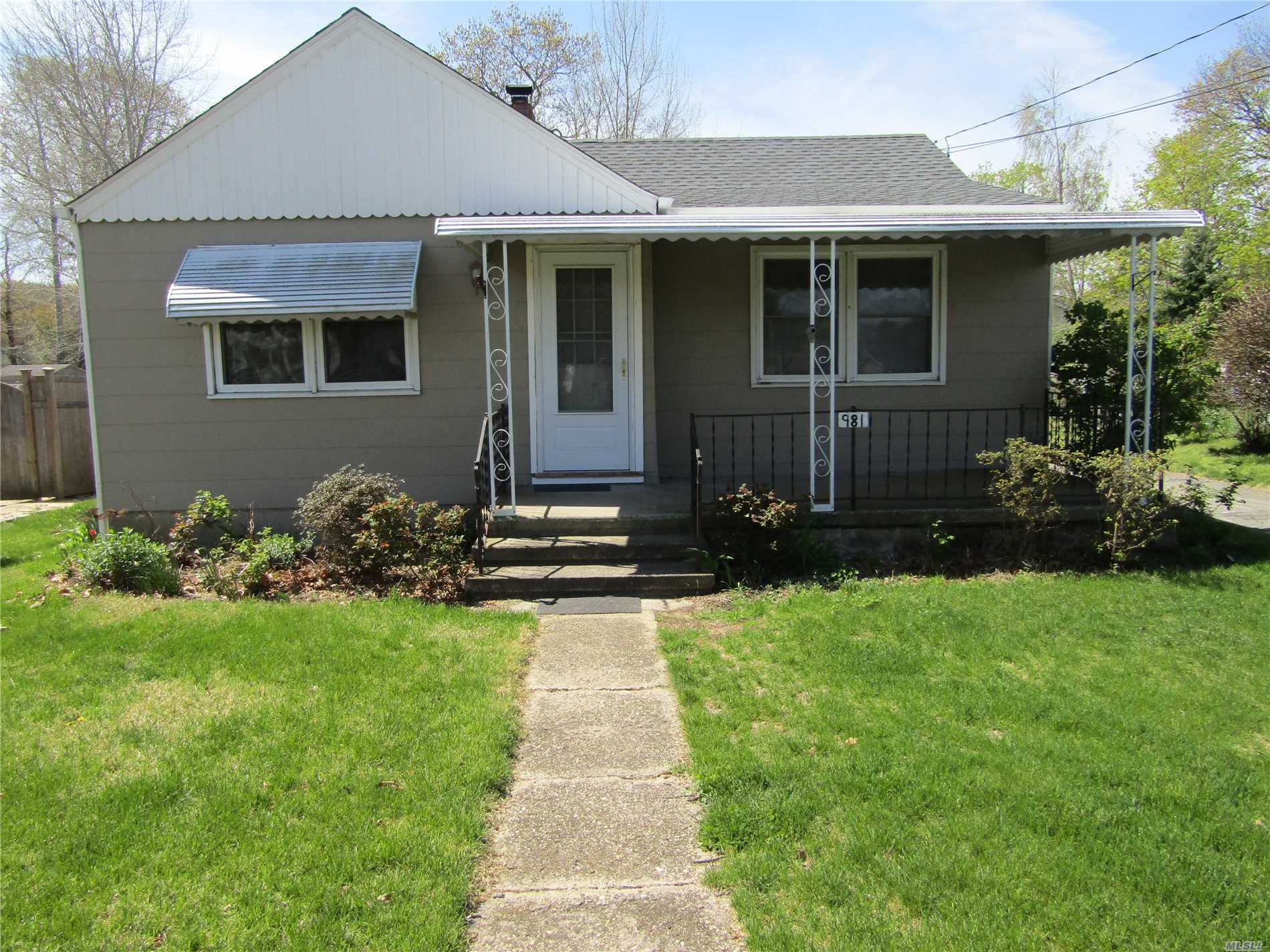 The perfect rental. Newer kitchen, bath, doors, freshly painted, new carpeting. No smoking, no pets, credit check. A must see!