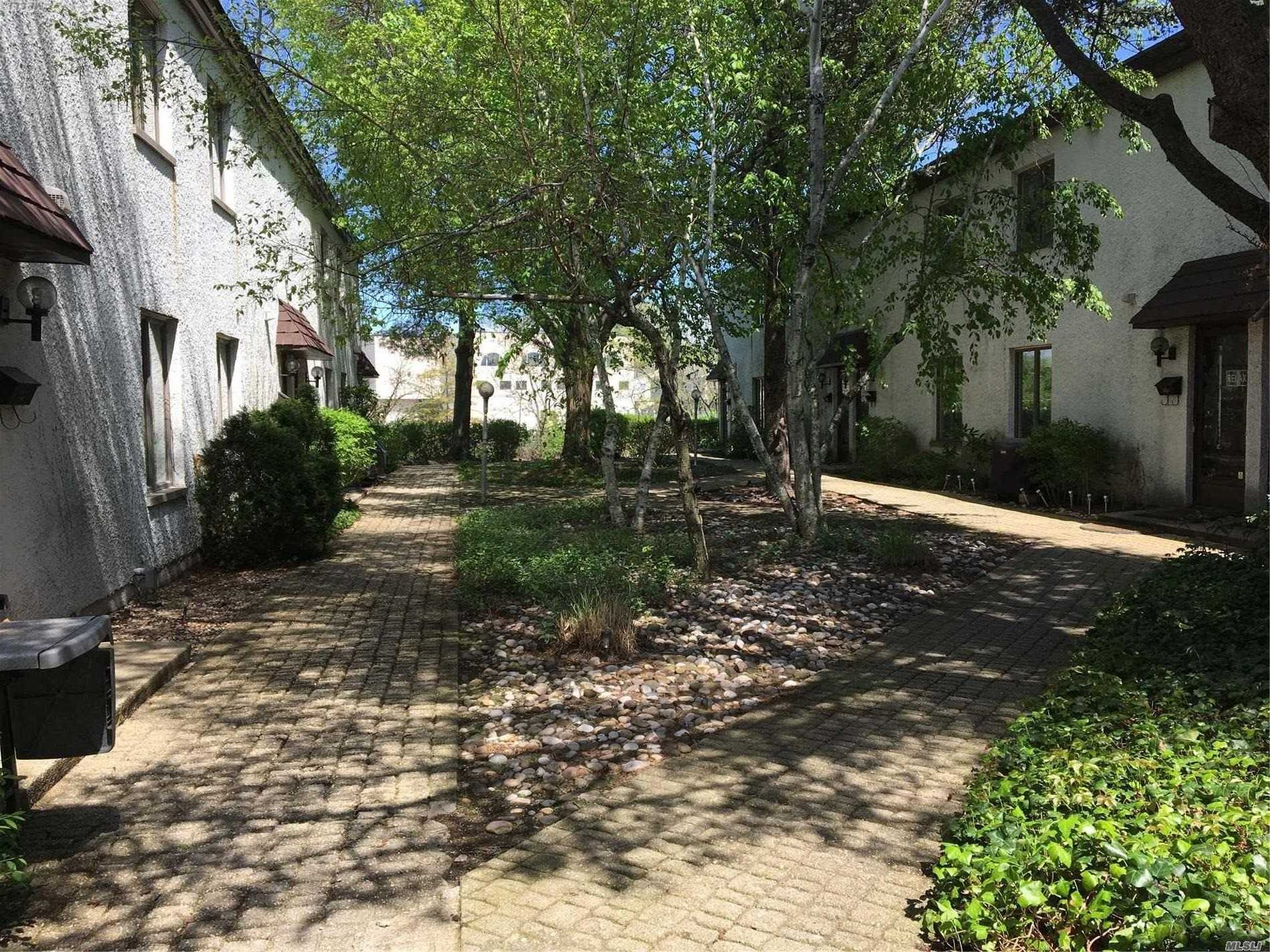 Lovely Courtyard Apartment. Laundry Facility on Premises. Garage Available for Additional Monthly Fee. Close to Soundview Shopping Ceter.
