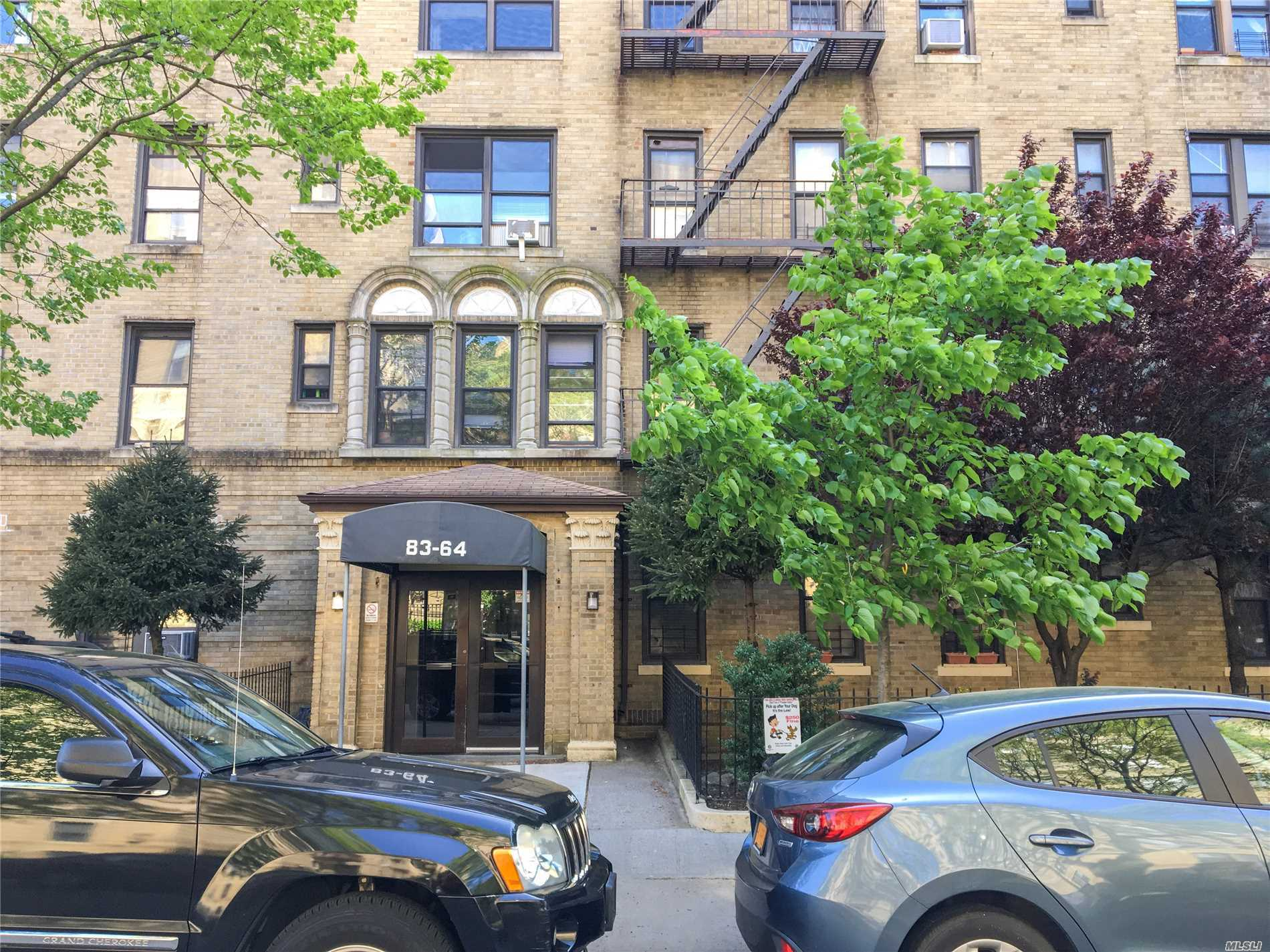 In the charming area of Kew Gardens, This cozy apartment is a junior 1 with southern exposure, offering hard wood floors through out the apartment. Roughly about a 5 minute walk to the Kew Gardens LIRR train station. About a 10 minute walk to the Union Turnpike train station where you can take the E or F train.