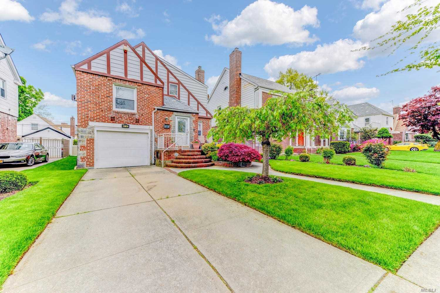 One of a kind split level with large 5 bed 3 baths , great for large family very spacious, has large master suite, eat in kitchen, den, sprinkler system, large backyard attached garage, finished basement and so much more must see....