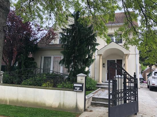 LOCATION LOCATION LOCATION, MINT CONDITION DETACHED COLONIAL HOUSE IN THE HEART OF COURT MYRE, FEATURING 4 BED 4 BATH WITH LARGE BACKYARD AND 2 CAR GARAGE, STEPS TO QUEENS BLVD, TRAINS SHOPPING , MUST SEE!!!