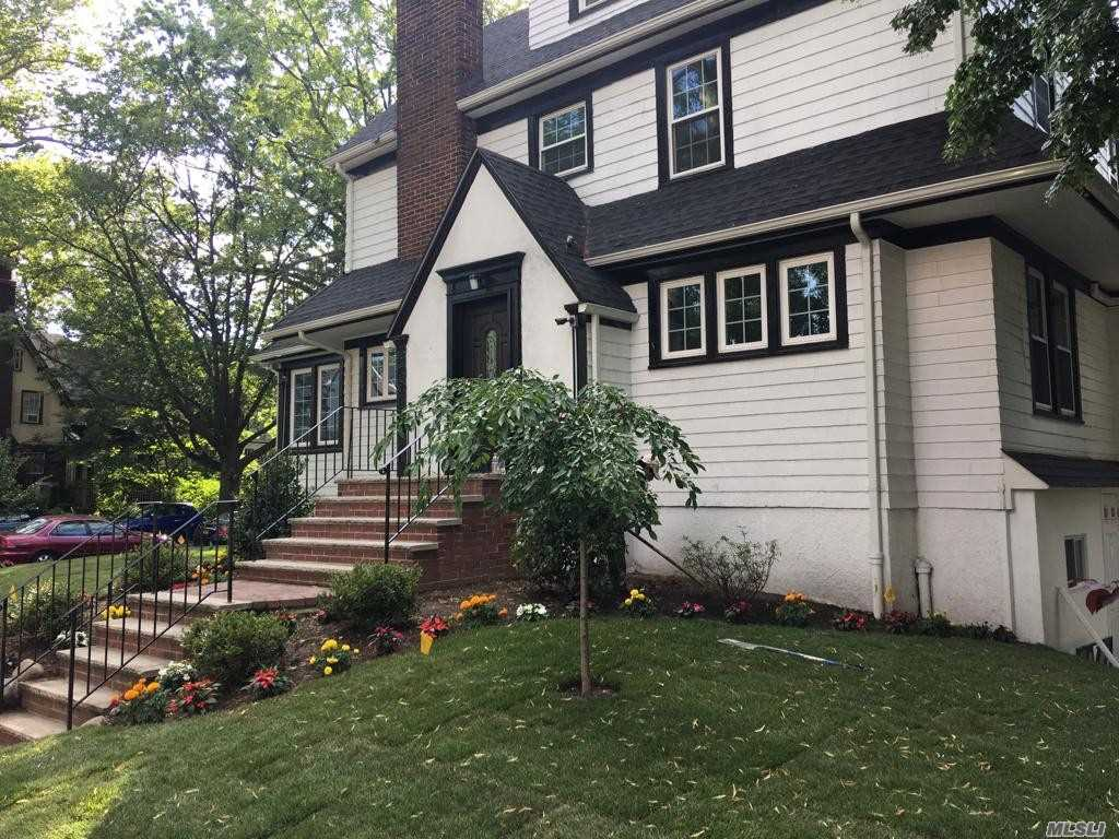 Newly Renovated One Family Home In Pristine Move In Condition. Stainless Steel Appliances, Hardwood Floors, And Brand New Windows With Abundance Of Sunlight Throughout. New Ductless Split Systems. Great For Commuters With A Few Min Walk To The Lirr And A 20 Min Commute To Penn Station. 7 Min Walk To The E/F Subways; Express Bus To Nyc. Short Walk To Schools, Shopping And House Of Worship. Fully Finished Basement With Full Bathroom And Street Level Access With Private Entrance. Must See!!