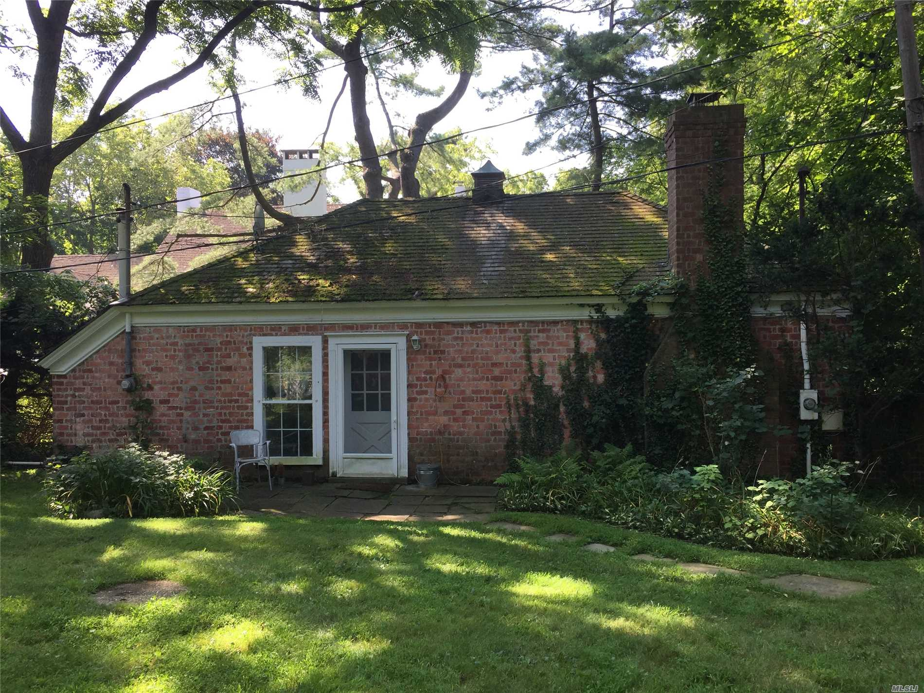 Brick Estate Cottage on private 1 acre. 1 BR, 1Ba., EIK washer/dryer. Mahogany living room with fireplace and built in floor to ceiling bookcases. Private access, parking. Groundskeeping included. No smoking, no pets.