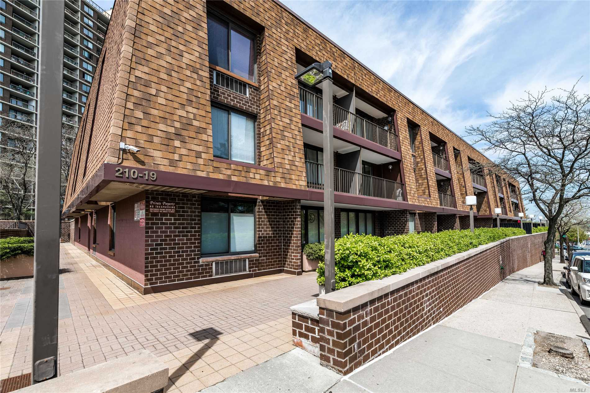 Fantastic 1 Bedroom / 1 Bath with Washer and Dryer in the unit. The condo also comes with parking. 1 Block away from the Bay Terrace shopping center and the QM2 express bus to Manhattan