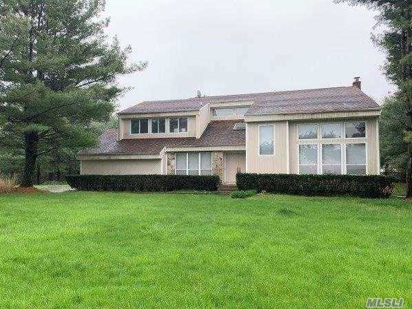 Colonial Style Home. This Home Features Bedrooms, 2.5 Baths, Dining area & 2 Car Garage. Centrally Located To All. Don't Miss This Opportunity!